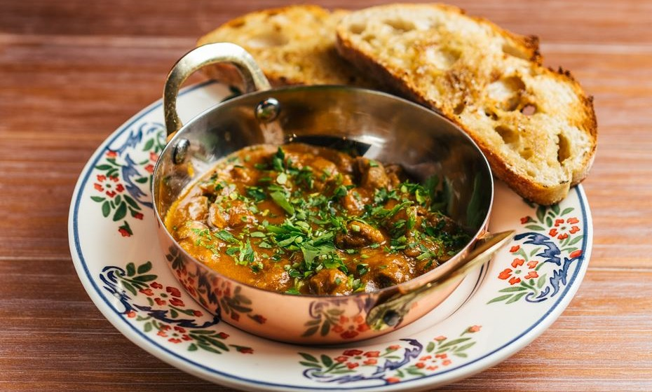 Moelas estufadas, lulinhas com molho tártaro ou costelinhas de porco bísaro são alguns dos pratos da carta, que tem por base a cozinha tradicional portuguesa, mas com um cunho próprio. Veja as sugestões.