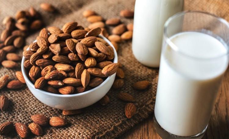 Consumidores aumentam consumo de leites vegetais