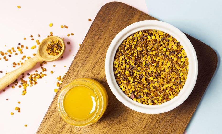 Tem a cor do ouro e é considerado um dos superalimentos mais completos e um autêntico impulsionador do bem-estar. É rico em proteínas, aminoácidos, antioxidantes, vitaminas e ácido fólico. Fique a conhecer os principais benefícios do seu consumo, com apenas uma colher de chá por dia.