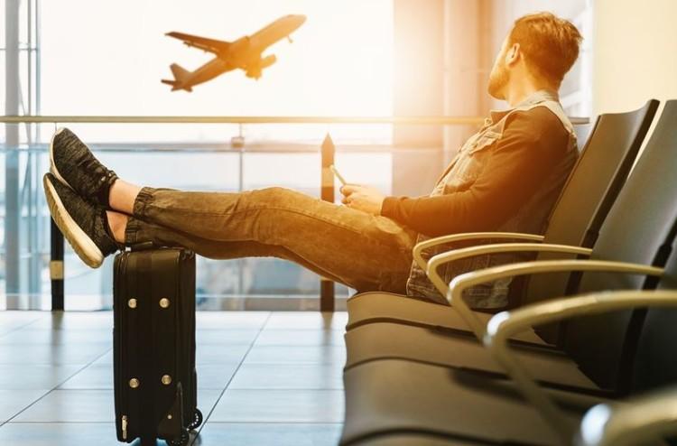 Líquidos, alimentos… saiba o que pode ou não levar consigo no avião