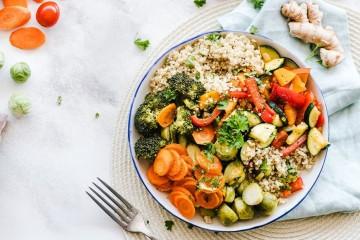 De modo geral, os vegetais são baixos em calorias e ricos em vitaminas, minerais e outros nutrientes igualmente importantes. Muitos são baixos em hidratos de carbono e ricos em fibras, o que os torna ideais para quem pretende seguir uma dieta baixa em carboidratos. Estes são os mais baixos em hidratos.