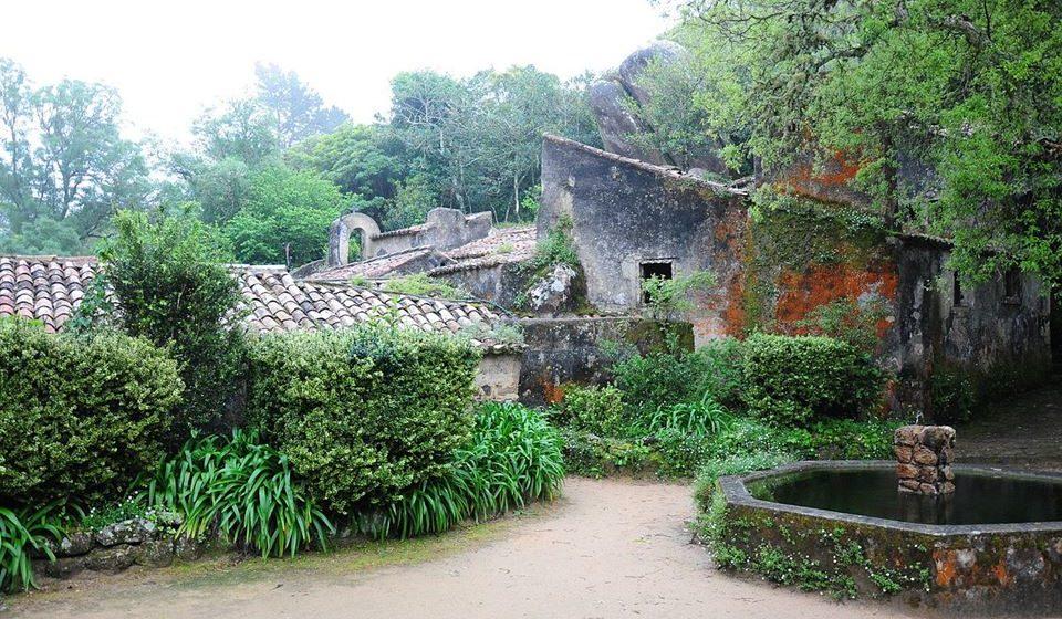 Vista geral do Convento dos Capuchos. Fotos: Wikimedia