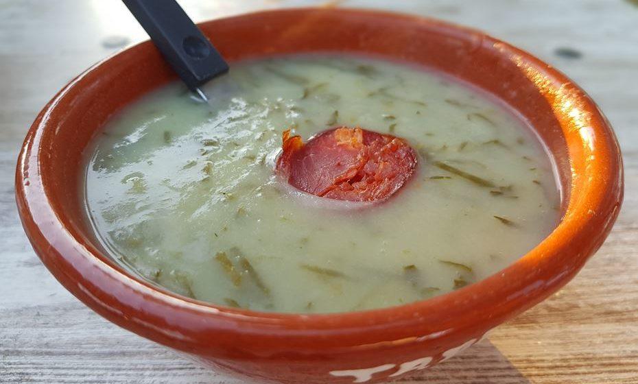 Caldo verde. Querem sopa mais tradicional que o famoso caldo verde com uma rodela de chouriço?