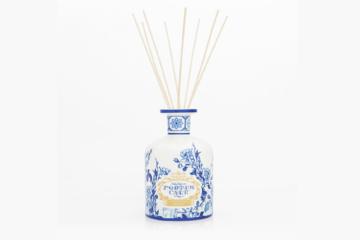 Entrar numa casa perfumada é sempre agradável. Atualmente existem frascos de difusores esteticamente apelativos e que decoram qualquer espaço. Fonte: Castelbel.