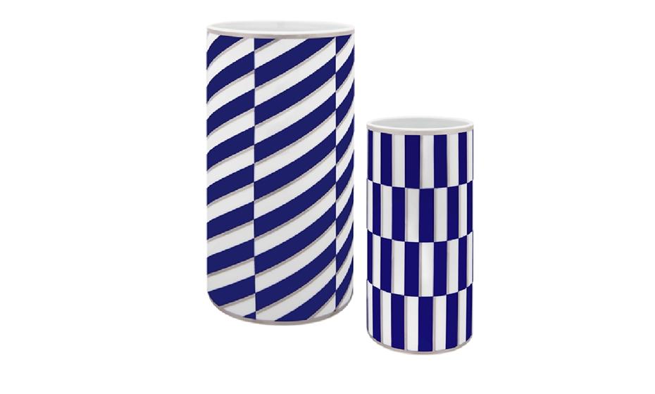Em jarras, opte por modelos com desenhos gráficos que conferem modernidade. Fonte: Vista Alegre