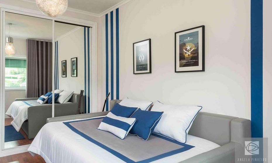 Num quarto juvenil, o azul pode ser combinado com o cinzento e branco. Fonte: Ângela Pinheiro Home Design.