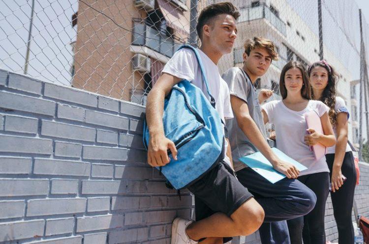 """A Escola não é """"caixote de lixo"""" …"""
