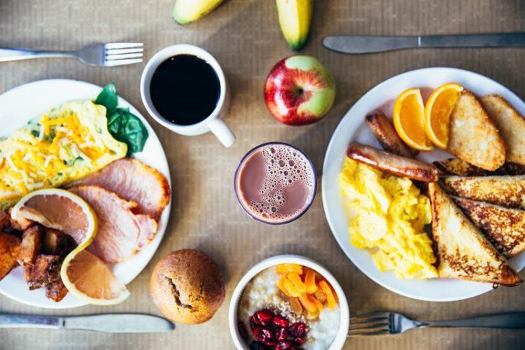 Tomar pequeno-almoço grande pode queimar duas vezes mais calorias