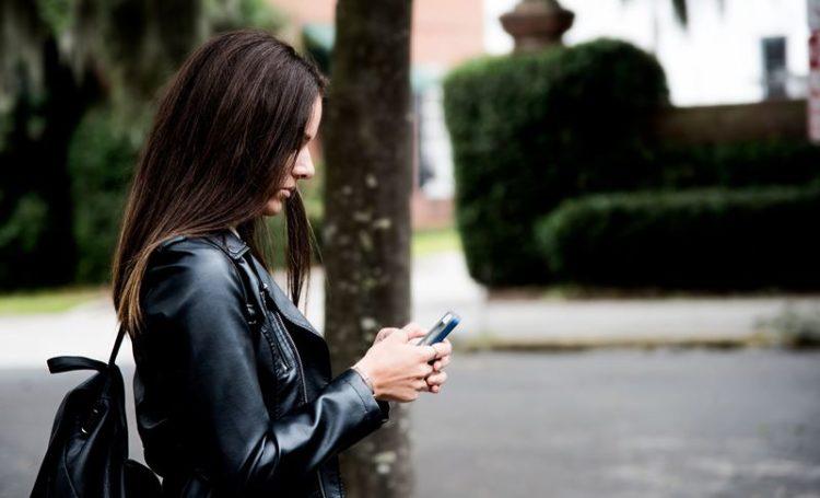 Smartphones cada vez mais no meio das relações dos jovens