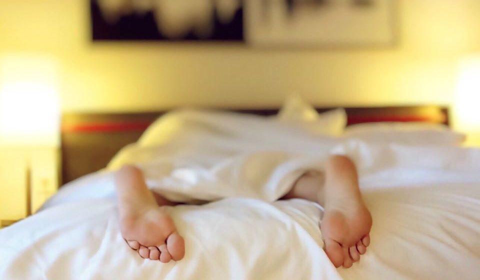 Dê o uso devido á sua cama. Evite usá-la para trabalhar ou simplesmente passar o tempo.