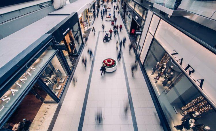 Centros comerciais: restrições ditam quatro pessoas por cada 100 metros quadrados