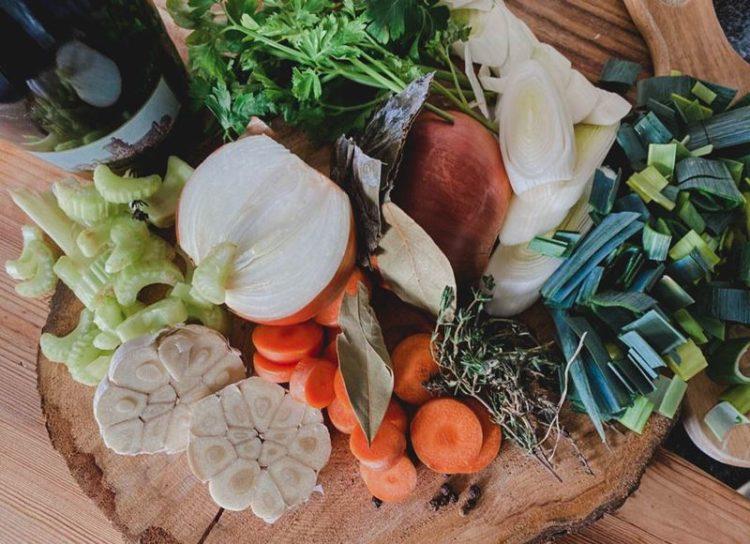Aprenda a fazer caldo de legumes