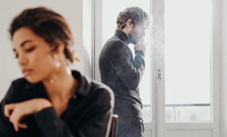 Quarentena: Sexóloga disponibiliza consultas online gratuitas para ajudar casais