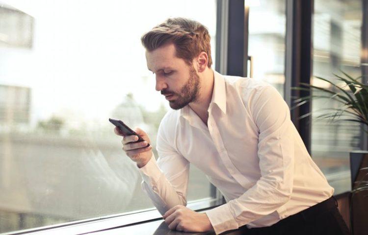 Os cinco tipos de programas maliciosos que infetam smartphones tendo a Covid-19 como chamariz