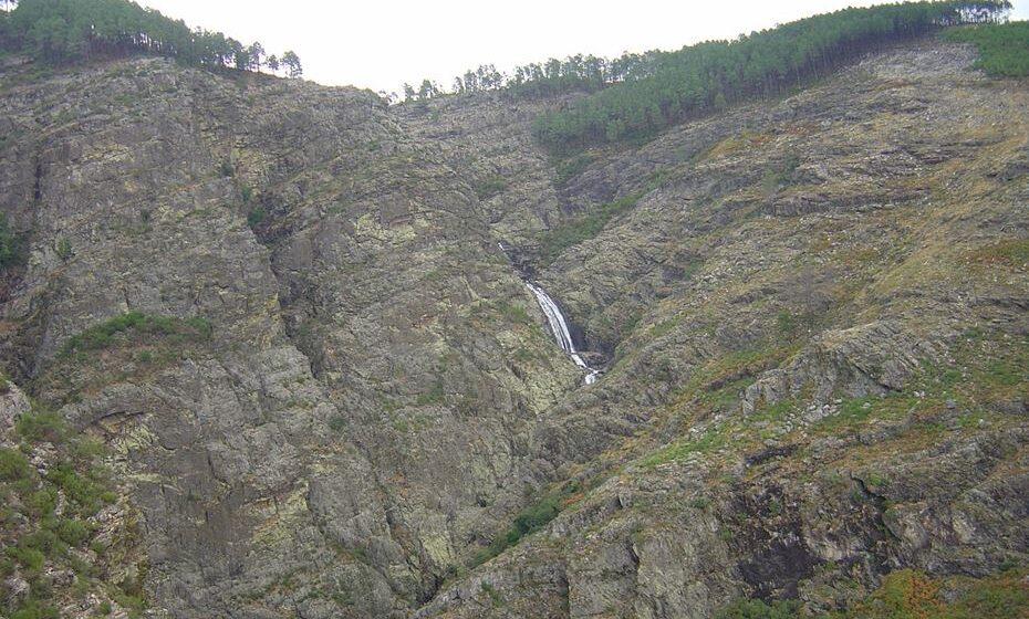 Cascata de Fisgas do Ermelo (Fonte Wikipedia)