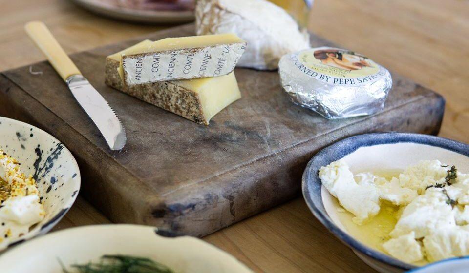Limitar o consumo de gorduras saturadas de origem animal ou presentes nos alimentos processados tais como a manteiga, os queijos gordos, a banha de porco e outros que podem ser responsáveis pelo desenvolvimento de aterosclerose, resistência à insulina e um constante estado pró-inflamatório.