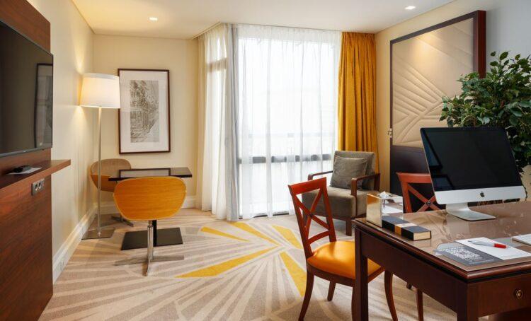 Hotel em Lisboa transforma quartos em escritórios