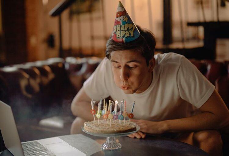 A importância de os adultos celebrarem os aniversários