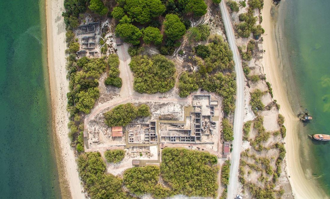 Vista aérea das ruínas romanas de Tróia
