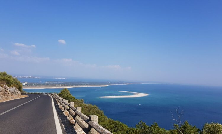 Serra da Arrábida com vista sobre Tróia