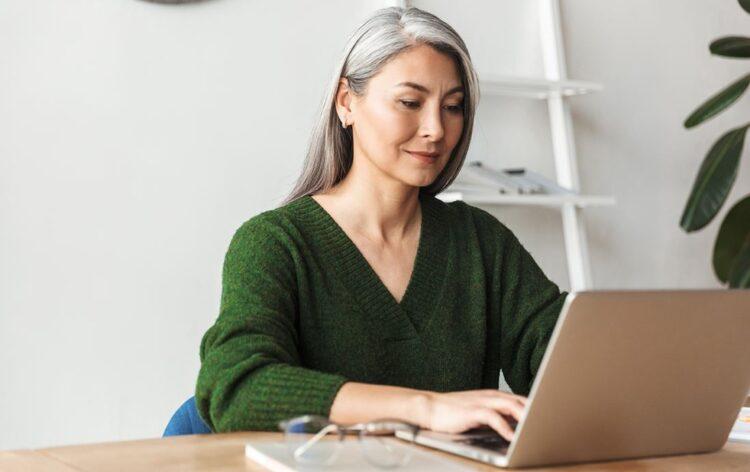 Procura emprego depois dos 50 anos? Veja como fazer da experiência um ativo valioso