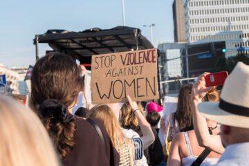 mulheres a protestar