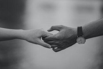 Feito depois de uma intensa zanga entre os elementos casal, é normalmente mais intenso e excitante. Conheça (ou confira) os efeitos que o sexo de reconciliação provoca.