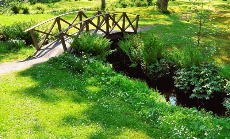 jardim com ponte