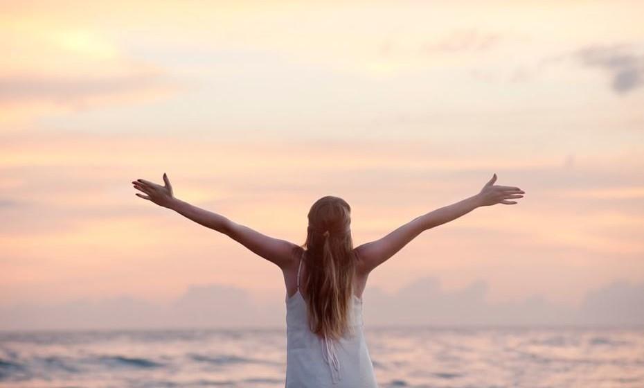 16 – Liberte os seus sentimentos em vez de os sufocar. Chore até soluçar, ria até perder o fôlego. Vai sentir-se livre e leve.