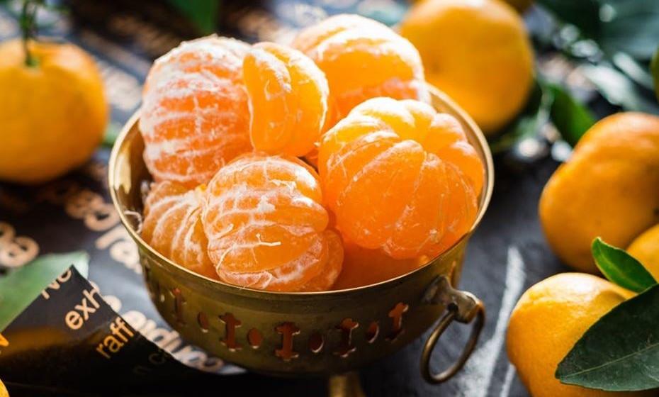 Laranja: A cor laranja significa alegria, vitalidade, prosperidade e sucesso. É uma cor quente que está associada à criatividade, energia e comunicação. Por fazer lembrar o verão, remete para diversão, liberdade e atitudes positivas. Em excesso causa nervosismo e  ansiedade. É uma cor associada ao signo de Leão.