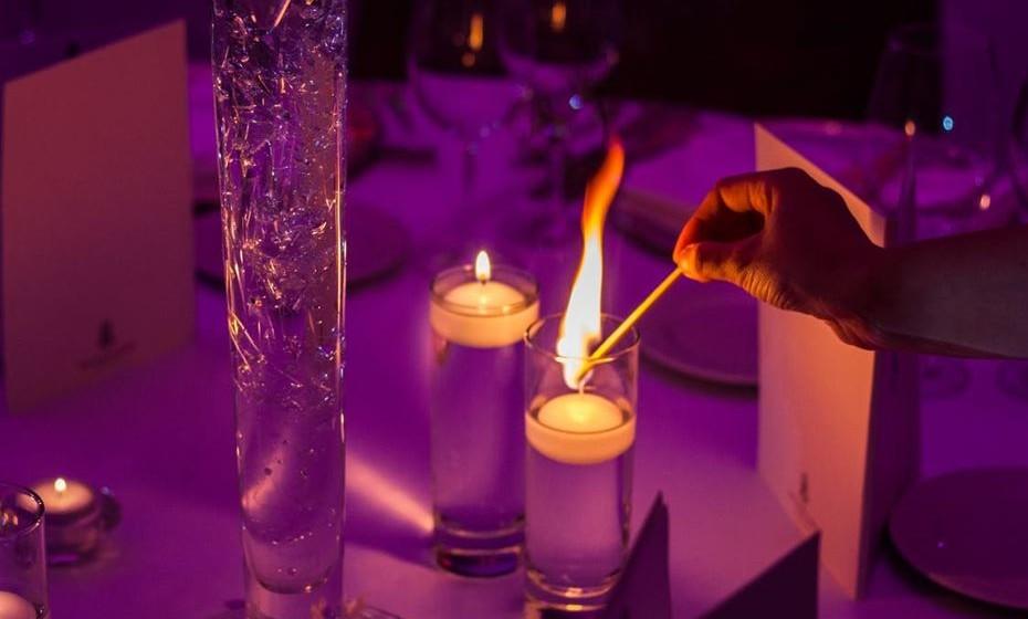 Roxo: O roxo está ligado ao mundo místico e significa espiritualidade, magia e mistério. Transmite a sensação de tristeza e introspeção porque estimula o contacto com o lado espiritual. É a cor da transformação. O roxo é uma das cores litúrgicas na Igreja Católica, sendo associado à ideia de penitência.