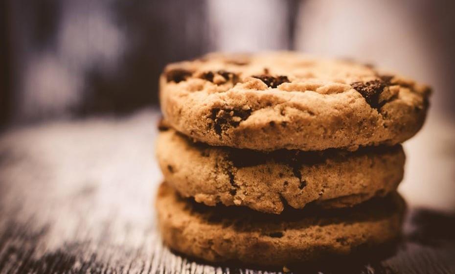 Cuidado com a alimentação: O ideal é que as crianças e adolescentes comam sempre corretamente, mas o açúcar e a cafeína consumido com muita, muita moderação pode ter efeitos benéficos no desempenho cognitivo. Com as crianças mais pequenas, se as vai deixar comer um doce, então que seja durante o tempo de estudo, como uma recompensa.