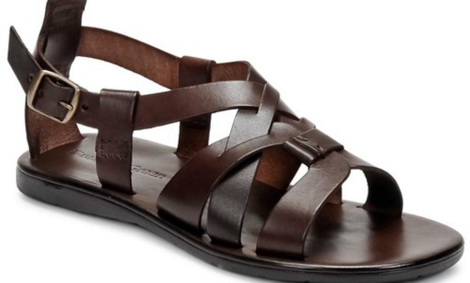 As sandálias não são calçado só do sexo feminino. Estas são Dream in Green, 72€.