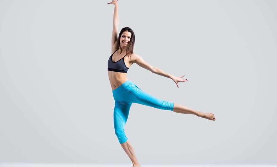 Estimula a capacidade mental: Dançar melhora as capacidades cognitivas e prepara o cérebro para adquirir novos conhecimentos. Enquanto dançamos, o corpo está a bombear sangue para o cérebro, levando o oxigénio e glicose necessários para o seu bom funcionamento. De acordo com um estudo do Albert Einstein College of Medicine publicado no New England Journal of Medicine, a dança é o melhor desporto para melhorar as capacidades cognitivas, em todas as idades.