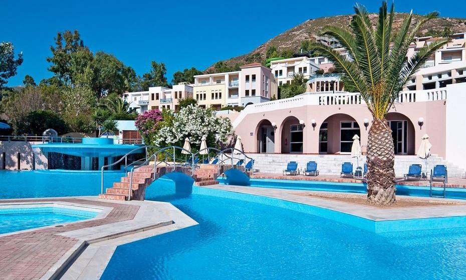 Fodele Beach & Water Park, Creta, Grécia - O resort, que funciona em regime de Tudo Incluído, oferece slides, piscinas exteriores e uma piscina para crianças. Tudo isto, acompanhado com uma incrível vista para a praia!