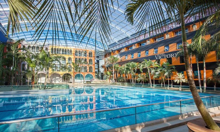 Victory Therme Erding, Erding, Alemanha - dispõe de uma área intitulada Vitality Oasis, assim como um Spa tropical e piscina de ondas. Aqui não faltará programa e garantimos umas férias bem preenchidas!