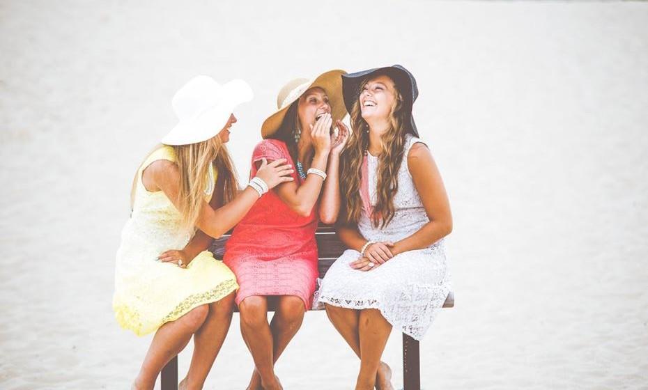"""O divertido: Faz muita falta aquele amigo que, em qualquer situação, põe todos a rir. Que é capaz de quebrar silêncios constrangedores com uma piada ou levantar o nosso ânimo depois de um dia duro. Que sabe que """"rir é o melhor remédio"""", mesmo quando essa parece a solução menos provável, e o faz de forma natural e sem esforços."""