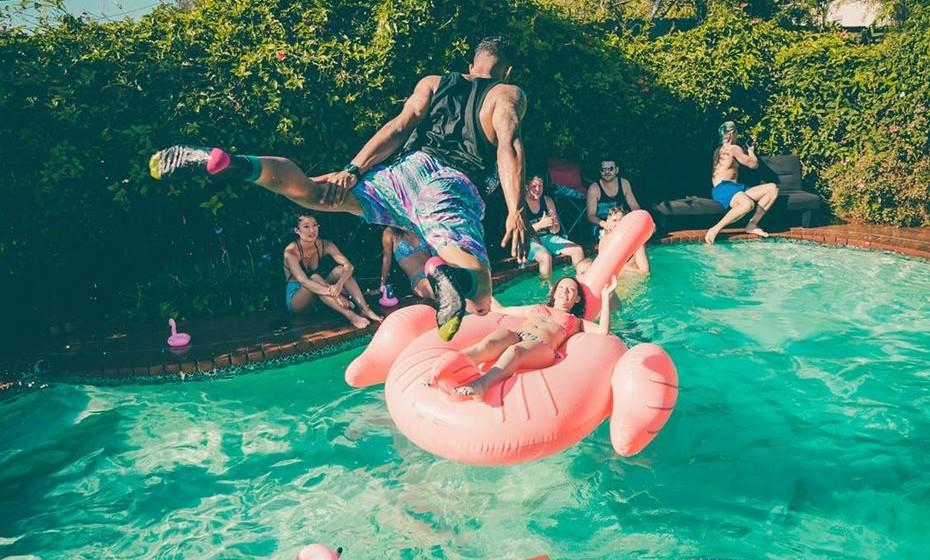 Piscina: se tiver piscina, arranje umas bóias bem divertidas. Este ano os cisnes estão na moda.