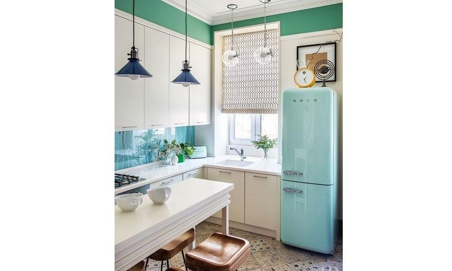 Na cozinha poderá arriscar uma cor e colocar tão só um eletrodoméstico com design vintage, como um frigorífico, um relógio, um candeeiro ou até mesmo uma carpete.