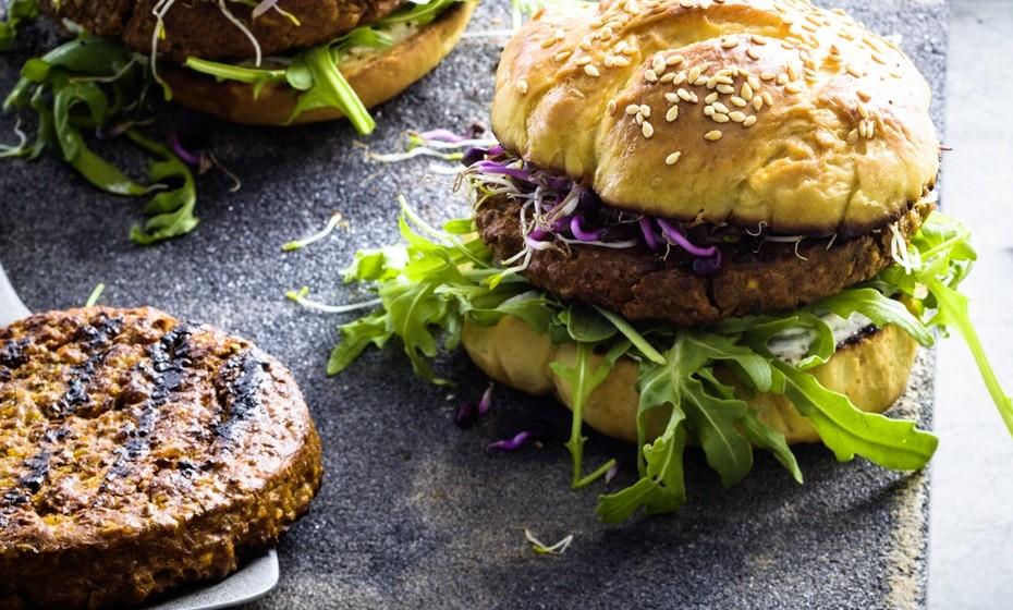 Hambúrgueres e almôndegas de insetos Fotos: Coop e Essento