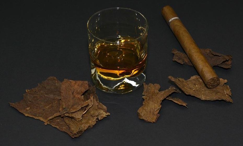 Lembre-se: o álcool não o ajudará a dormir. Mesmo pequenas quantidades tornam mais difícil uma boa noite de sono.