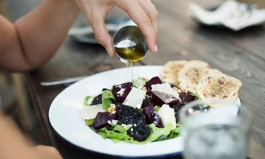 Cuidar diariamente do que comes, pensas, sentes e fazes.