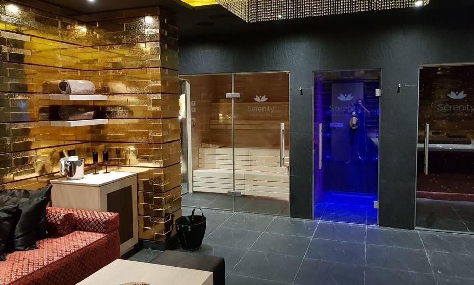 Dentro da suite, existe sauna, duche sensorial e banho turco.