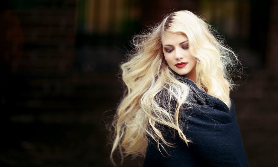 Pintar o cabelo enfraquece e promove a queda? Pode acontecer, se forem utilizados produtos de má qualidade ou de forma inadequada.