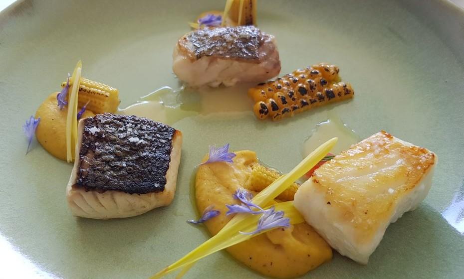 'Sortido de peixe da nossa costa, milho e beurre-blanc'