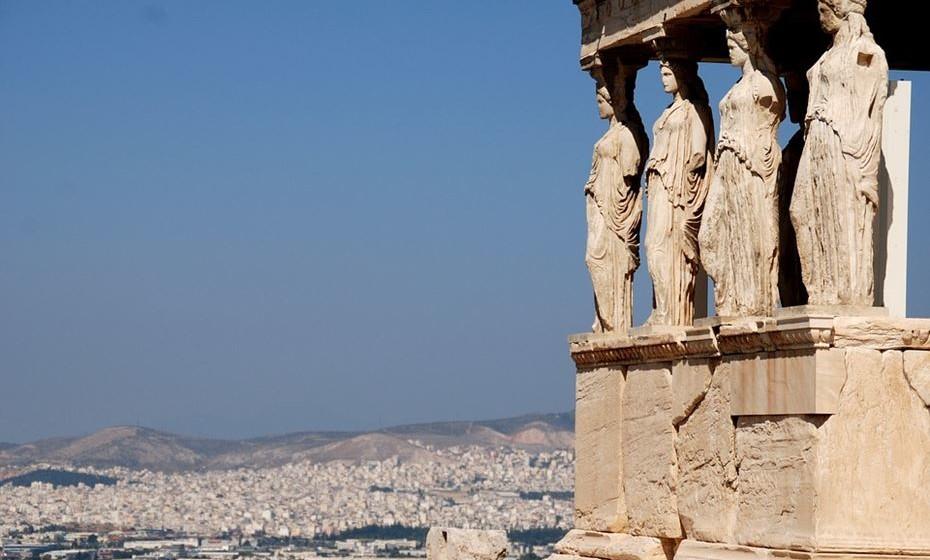 Atenas, Grécia: É um destino de verão por excelência mas porque não visitar a Grécia no inverno. Além de poder visitar o Parthenon sem outros milhares de pessoas à sua volta, os preços são substancialmente mais baixos e pode usufruir da cultura local.