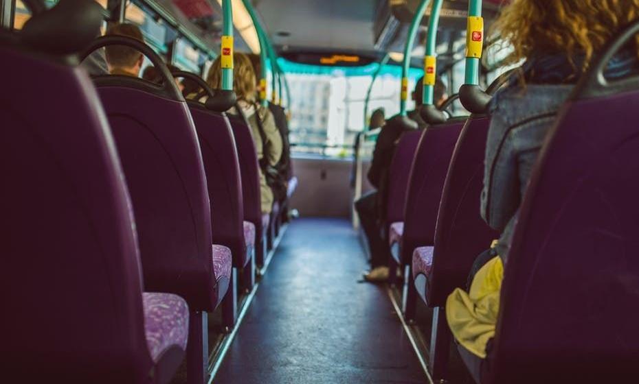 Treine. Use estas dicas em diversas situações e conversas, por exemplo, com o segurança da empresa onde trabalha, com um passageiro do comboio, autocarro, etc. Provavelmente, vai começar a sentir-se bem mais confiante e confortável a despoletar conversas.