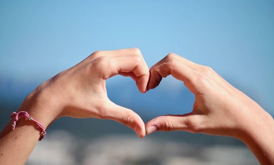 Ajuda a manter o coração saudável. O repolho contém pigmentos poderosos chamados antocianinas, que demonstraram reduzir o risco de doença cardíaca. Um estudo com 93.600 mulheres mostrou que aquelas que tinham maior ingestão de alimentos ricos em antocianinas tinham um risco muito menor de ataque cardíaco. Outra análise de 13 estudos que incluiu 344.488 pessoas registou descobertas semelhantes. Um aumento de 10 mg de flavonoides por dia foi associado a um risco 5% menor de doença cardíaca.