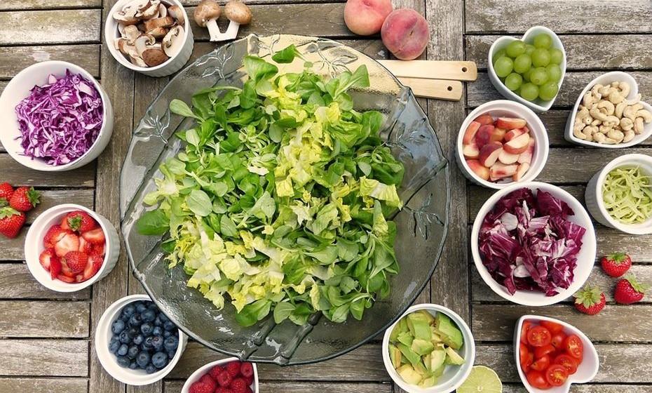 É muito fácil de adicionar à dieta. A sua versatilidade permite que se incorpore em muitos pratos diferentes, incluindo saladas, ensopados, sopas e chucrute. Fonte: Authority Nutrition