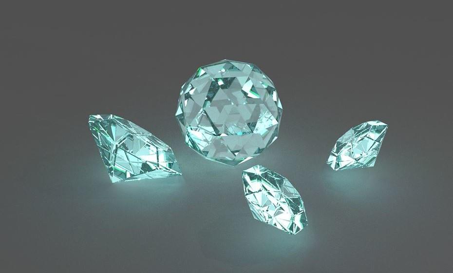 Há na natureza diamantes de todas as cores.